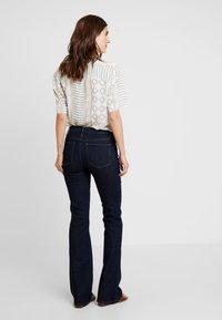 GAP - BOOT - Jeans Bootcut - dark rinse - 2