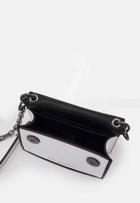 KARL LAGERFELD - SEVEN NANO - Across body bag - white/black - 2