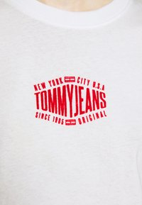 Tommy Jeans - LOGO TEE - Print T-shirt - white - 6