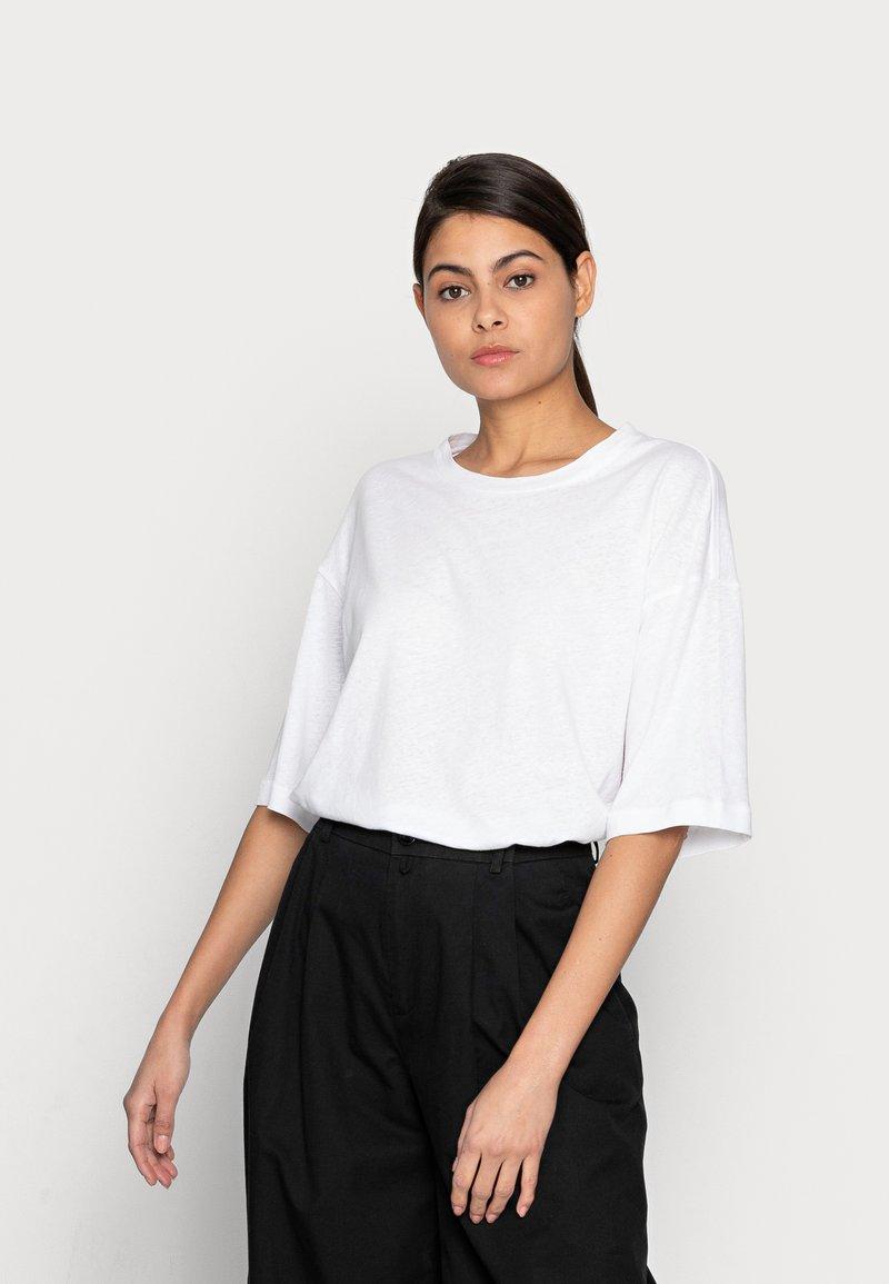 ARKET - Jednoduché triko - white