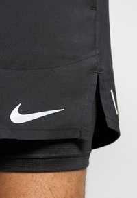 Nike Performance - STRIDE SHORT - kurze Sporthose - black - 5