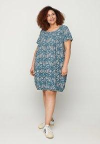 Zizzi - Day dress - paisley - 1