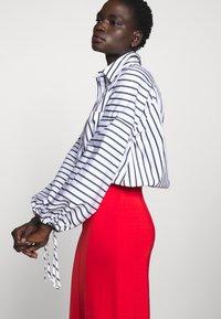 Filippa K - MARGARET SKIRT - Pouzdrová sukně - red orange - 4