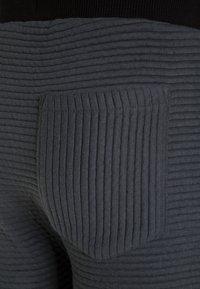 NOP - PANTS SLIM VERENE - Teplákové kalhoty - graphite - 2