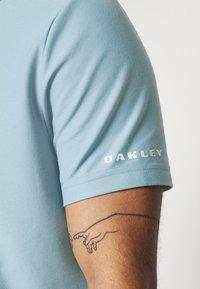 Oakley - CLUB HOUSE - Polo shirt - aviator blue - 5