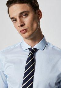 Selected Homme - PELLE - Business skjorter - light blue - 3