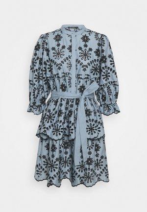 ROSIE SINEA DRESS - Skjortekjole - denim
