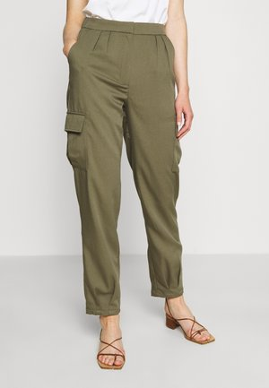 RELAXED PANTS - Cargo trousers - olive