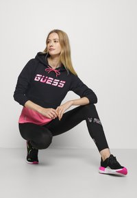 Guess - HOODED - Sweatshirt - jet black - 3