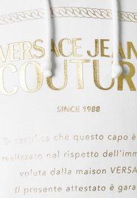 Versace Jeans Couture - FELPA - Felpa con cappuccio - white - 2
