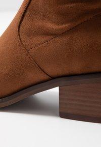 Steve Madden - GEORGETTE - Høye støvler - brown - 2
