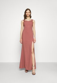 Nly by Nelly - MY DEAREST OFF SHOULDER GOWN - Suknia balowa - dark rose - 0