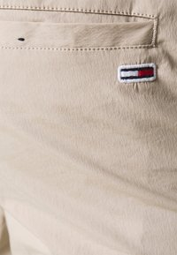 Tommy Jeans - SCANTON - Cargo trousers - beige - 3