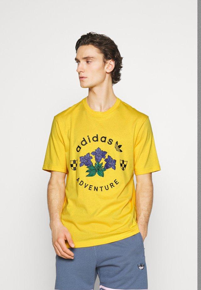 GRAPHIC TEE - T-shirt imprimé - dark yellow
