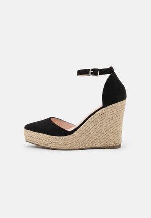 WIDE FIT FYNN - Zapatos de plataforma - black