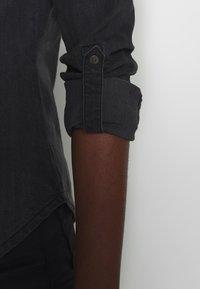 Noisy May - NMDILEM SLIM - Skjorte - black denim - 5