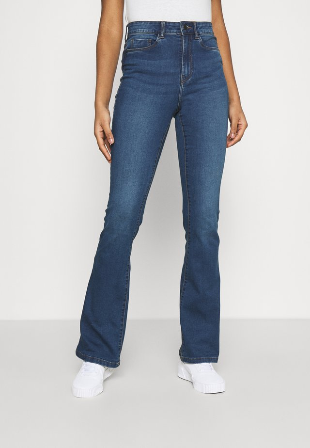 NMSALLIE - Jean flare - medium blue denim