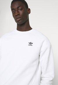 adidas Originals - ESSENTIAL CREW - Sweatshirt - white - 3