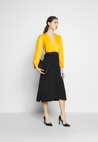 Closet - SLEEVE DRESS - Cocktail dress / Party dress - mustard - 1