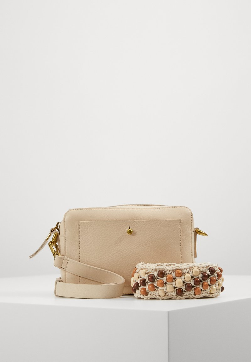 Madewell - TRANSPORT CAMERA BAGSOLID BEADED STRAP - Across body bag - vintage parchment