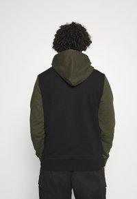Calvin Klein - COLOR BLOCK HOODIE - Sweat à capuche - green - 2