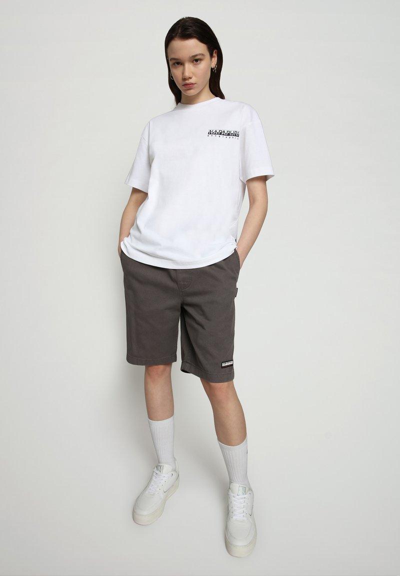 Napapijri - S JURASSIC - Print T-shirt - bright white