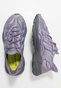 adidas Originals - OZWEEGO TECH - Tenisky - purple/black - 1