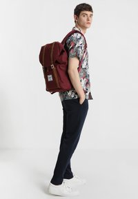 Herschel - RETREAT  - Mochila - bordeaux/marron - 1