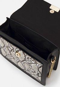 Even&Odd - Handbag - taupe/black - 2