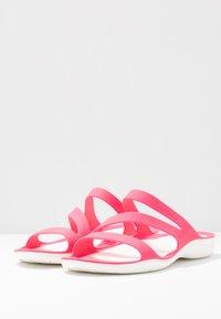 Crocs - SWIFTWATER - Sandały kąpielowe - paradise pink/white - 4