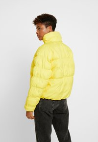 Nike Sportswear - SYN FILL - Winter jacket - chrome yellow/white - 2