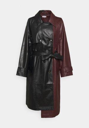MARIE COAT - Trenchcoat - black/burgundy