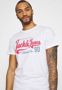 Jack & Jones - JJMOON TEE CREW NECK - Print T-shirt - white - 3