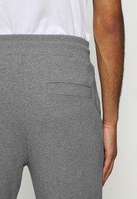 HUGO - DOAKY - Tracksuit bottoms - open grey - 3