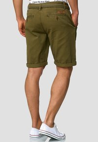 INDICODE JEANS - CASUAL FIT - Shorts - grün army - 2