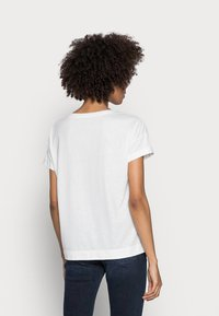Esprit - CLOUDY - Basic T-shirt - off white - 2