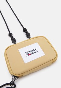 Tommy Jeans - URBAN HANGING POUCH UNISEX - Wallet - green - 3
