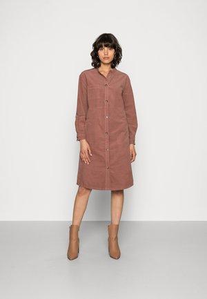 KEWI DRESS - Sukienka koszulowa - nutmeg