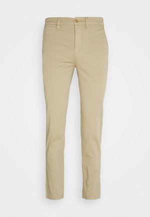 REFINED PANT - Pantalones chinos - birch tan