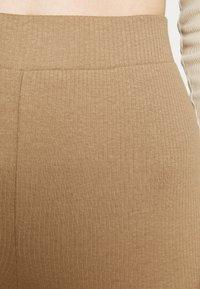 Noisy May - NMPASA FLARED PANTS - Kalhoty - tigers eye - 4