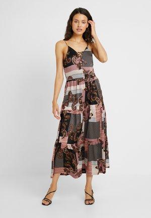 NMSAHRA PAISLEY LONG DRESS - Maxi šaty - black/pink