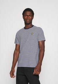 Lyle & Scott - COLOUR STRIPE - T-shirt med print - navy - 0