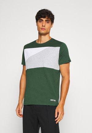 EBEL - Print T-shirt - pineneedle