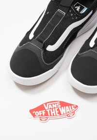 Vans - ULTRARANGE GLIDE - Trainers - black/true white - 5