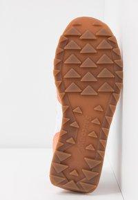 Saucony - JAZZ VINTAGE - Sneakers - white/cantaloupe - 5