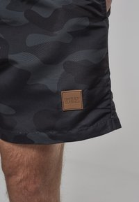 Urban Classics - BLOCK - Swimming shorts - blk/darkcamo - 4