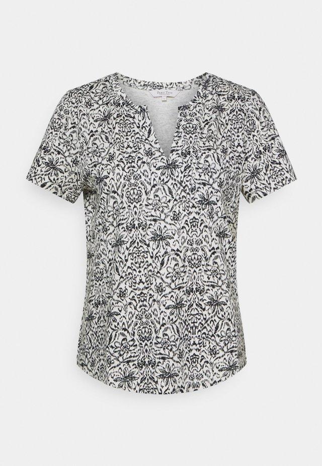GESINA - T-shirt print - wallpaper/night sky