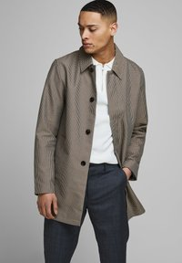 Jack & Jones PREMIUM - Cappotto corto - brown stone - 0