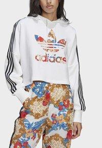 adidas Originals - BOXY - Sweatshirt - white - 3