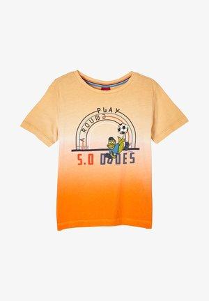 MIT FARBVERLAUF - Print T-shirt - light orange